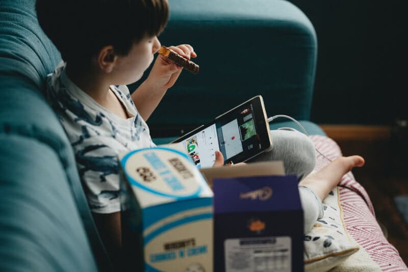 網路上也有很多有趣的英文學習資源,適合與孩子一起互動學習