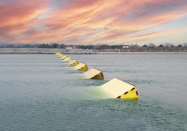 威尼斯啟用「摩西計畫」成功阻擋海潮 New Venice Barriers Prevent Flooding