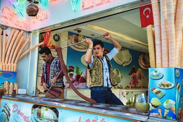 土耳其冰淇淋: 快點啦!老闆! Dondurma: A Sticky, Tacky Treat