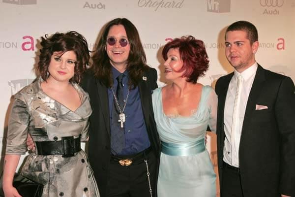 其中最早期的一個例子就是《奧斯本一家》,這個節目呈現了一位搖滾巨星及其家人的生活。
