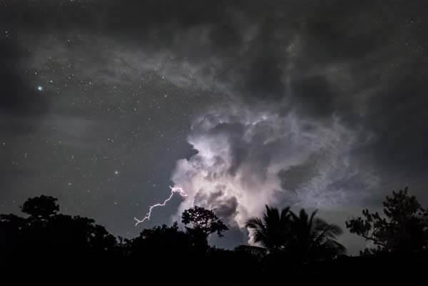 永不停歇的雷暴 The Never- Ending Lightning Storm
